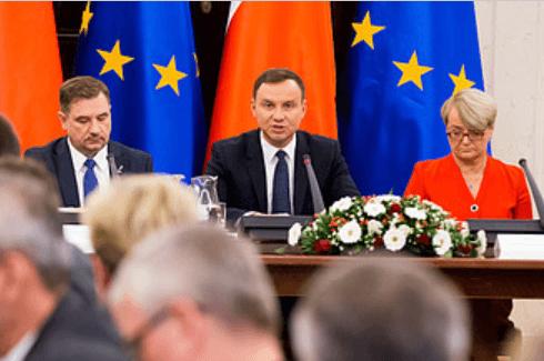 W czasie pierwszego posiedzenia Rady Dialogu Społecznego Prezydent A. Duda, P. Duda (NSZZ Solidarność), H. Bochniarz (Konfederacja LEWIATAN)